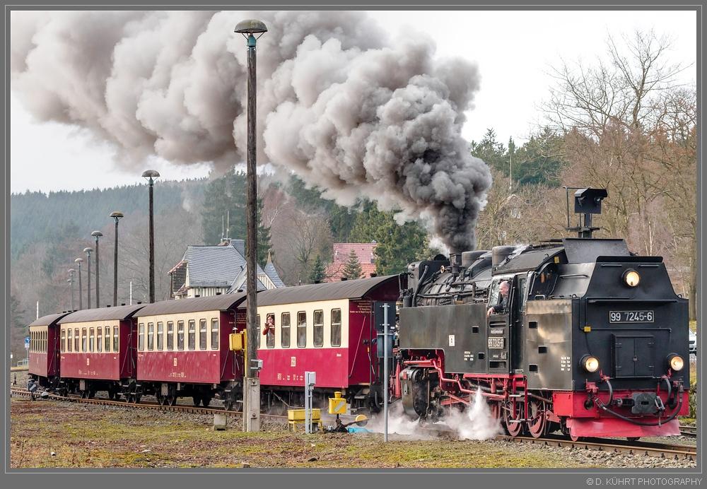 Zug 8904 hat Ausfahrt in Richtung Drei Annen Hohne