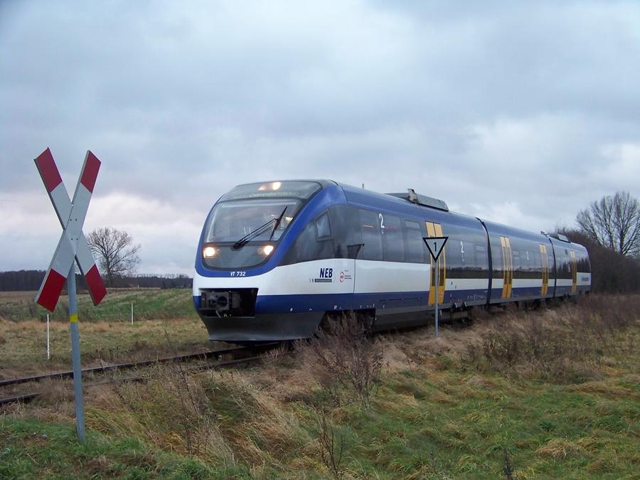 Zug der NEB zwischen Zehlendorf und Wensickendorf auf dem Weg nach Berlin Karow