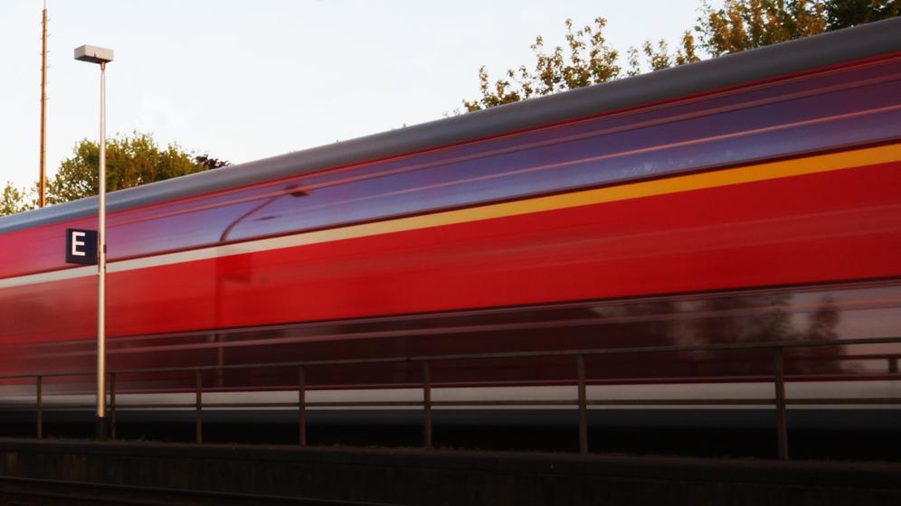 Zug fährt