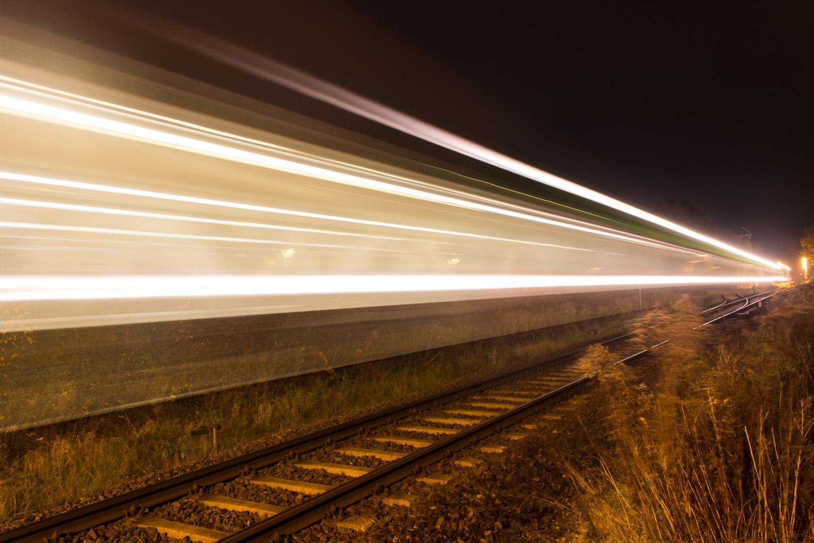 Zug in der Nacht