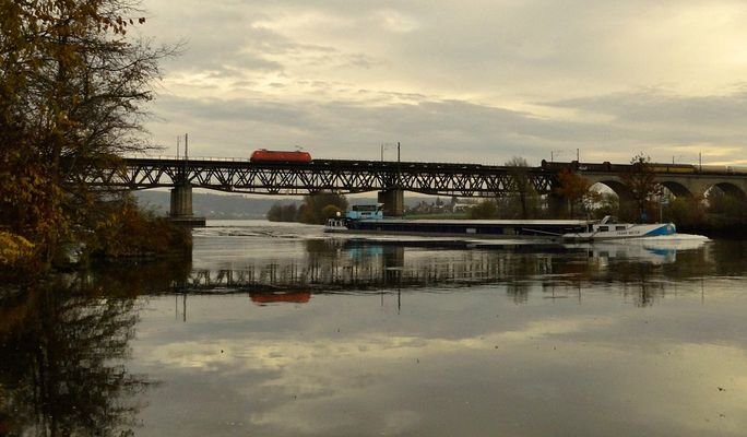 Zug - Schiff - Donau II