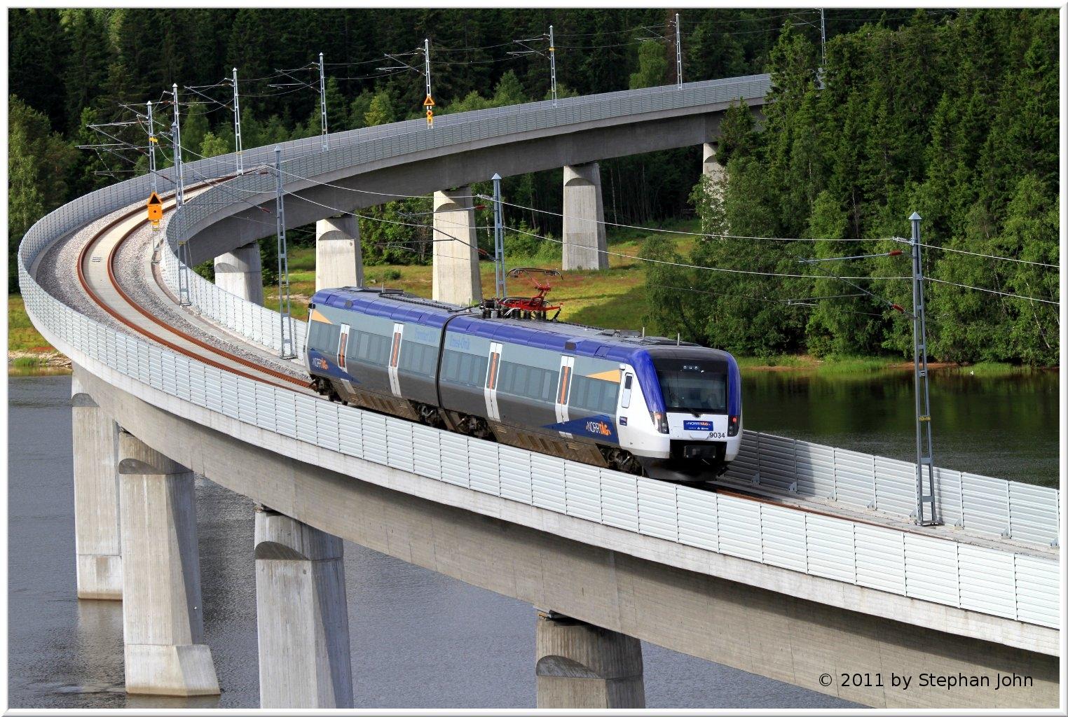 Zug X51 9034 auf der Brücke über den Umeälv