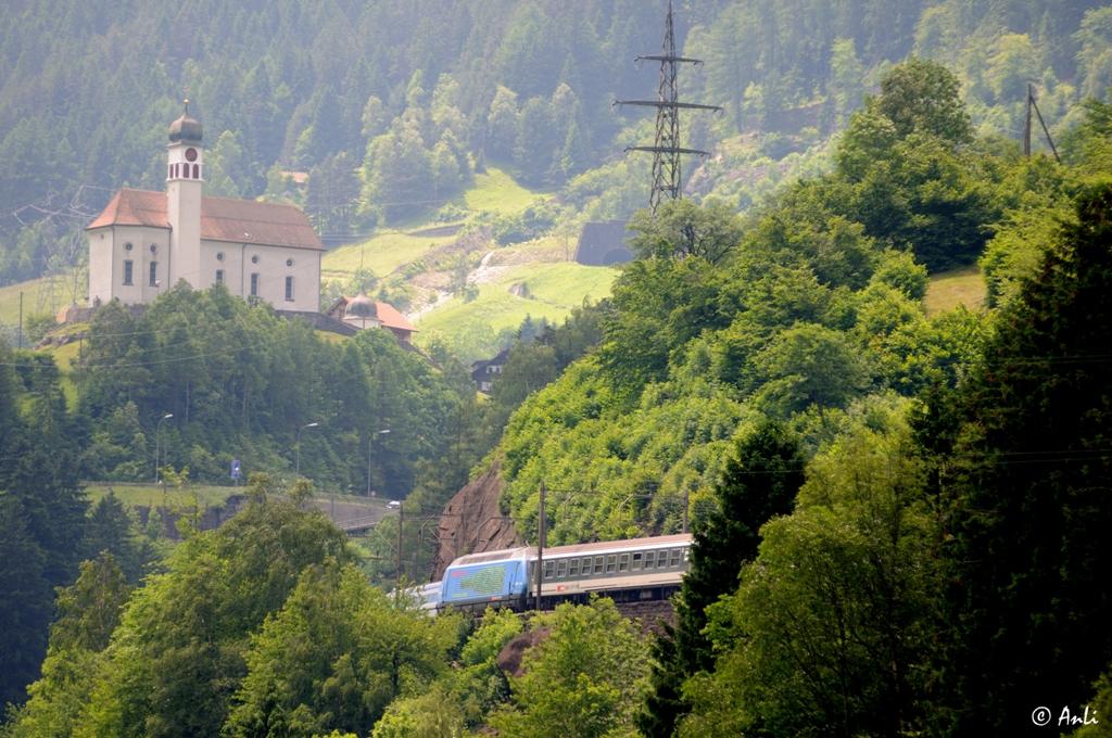 Zugbegegnung am St. Gotthard