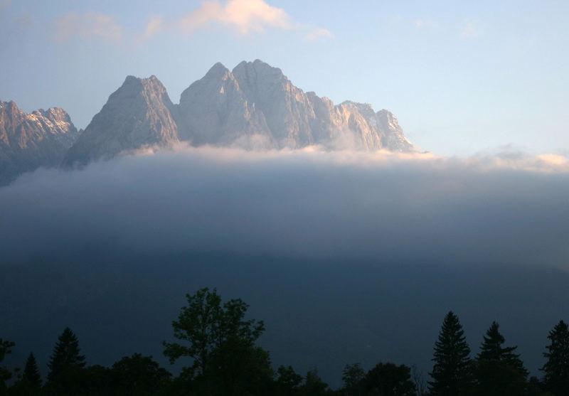 Zugspitze im Wolkenkranz