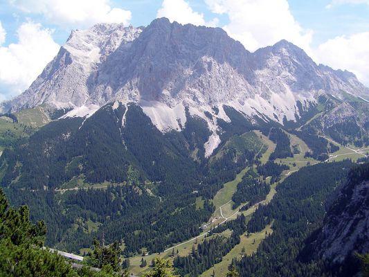 Zugspitze mit Ehrwalder Alm