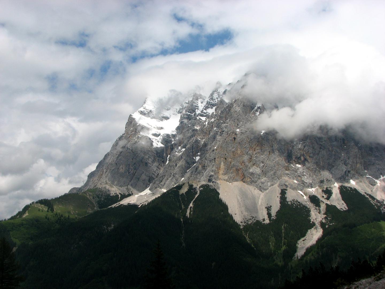 Zugspitze mit Mütze