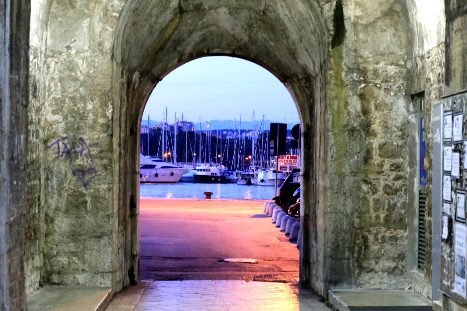 Zum Hafen von Zadar (Kroatien)