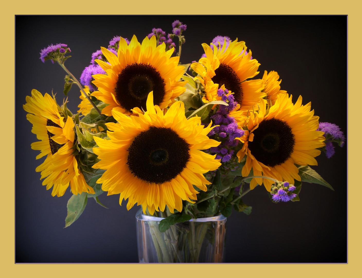 Zum Mittwoch einen Sonnenblumenstrauß!