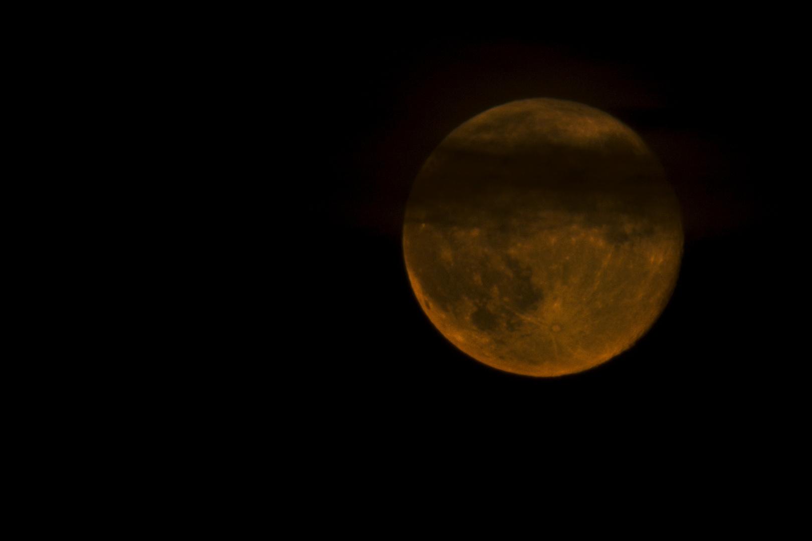 Zum Mond-Wetter: Heiter bis wolkig....