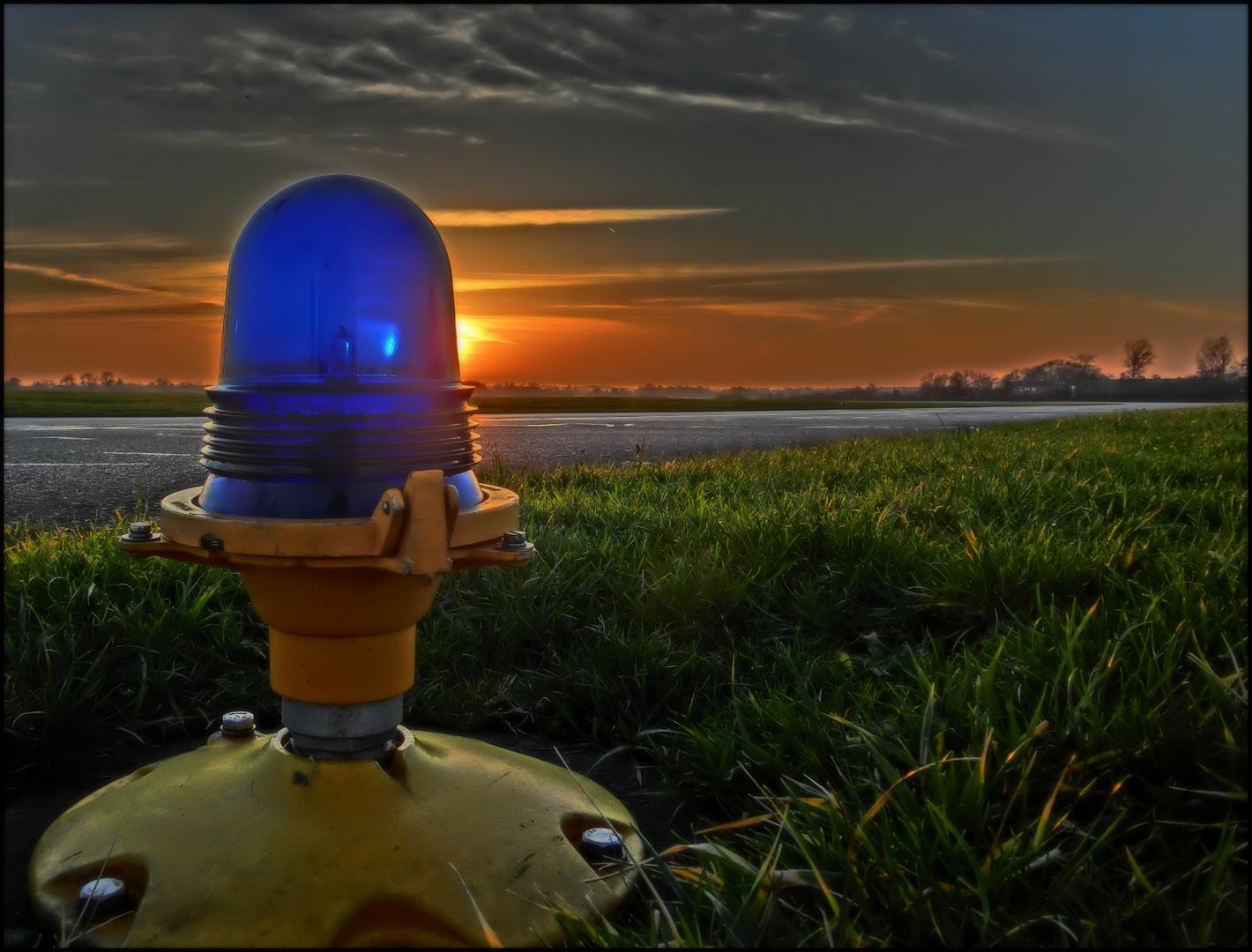 Zum NachtHimmel führen blaue Lichter!
