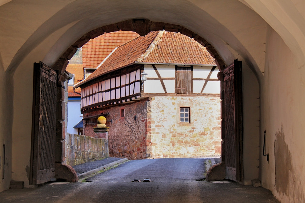 Zum Schlosstor hinaus
