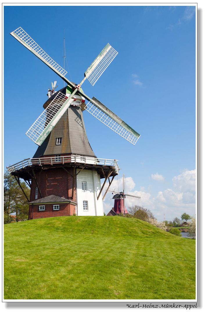 Zum Tag der Mühlen; Zwillingsmühlen in Greetsiel