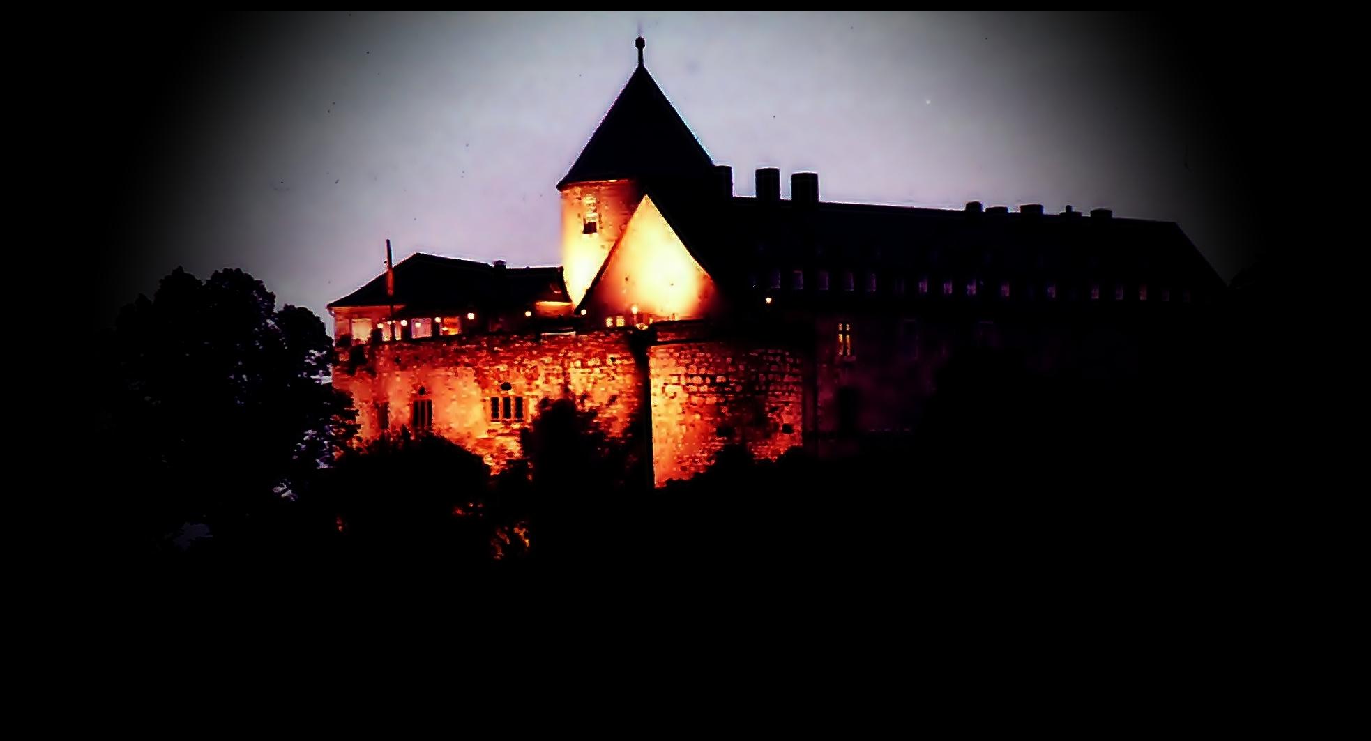 Zum Thema: Nachtaufnahmen:   Burg Waldeck
