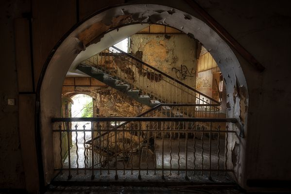 Zum Treppenhaus