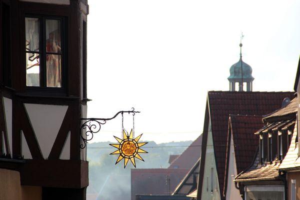 *Zur Sonne*