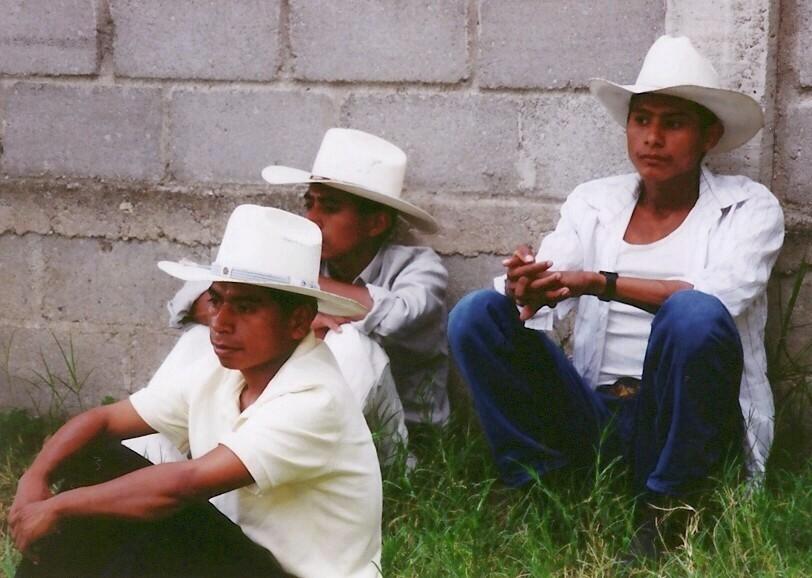Zuschauer beim sonntäglichen Fußballspiel (Copán, Honduras)