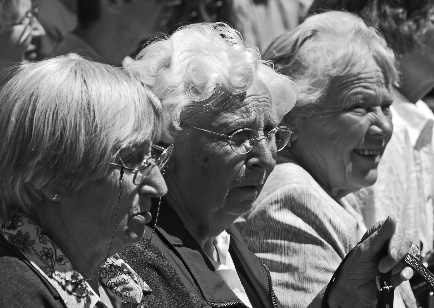 Zuschauerinnen beim Attendorner Gauklerfest