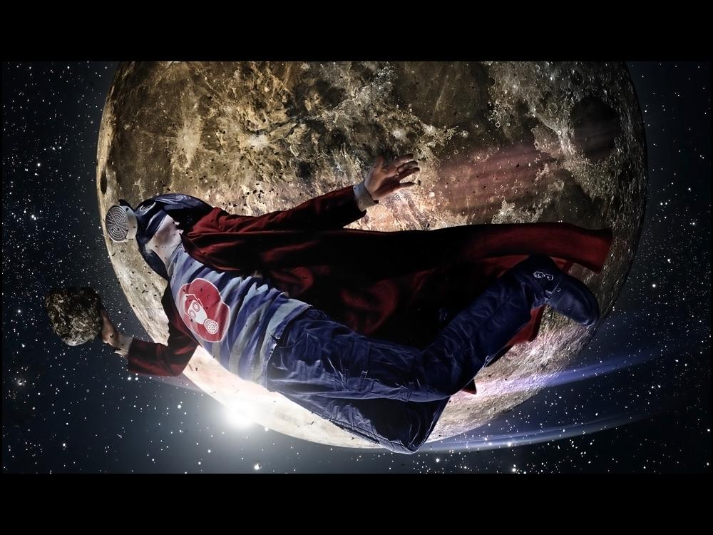 >>> Zuweilen kann man an den unwahrscheinlichsten Orten noch einen echten Helden finden