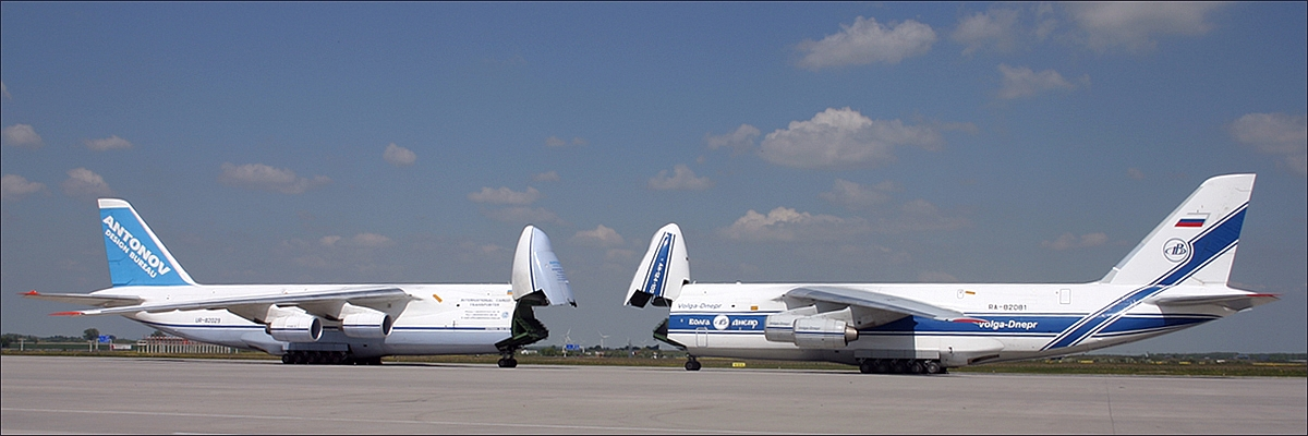 Zwei Antonovs...