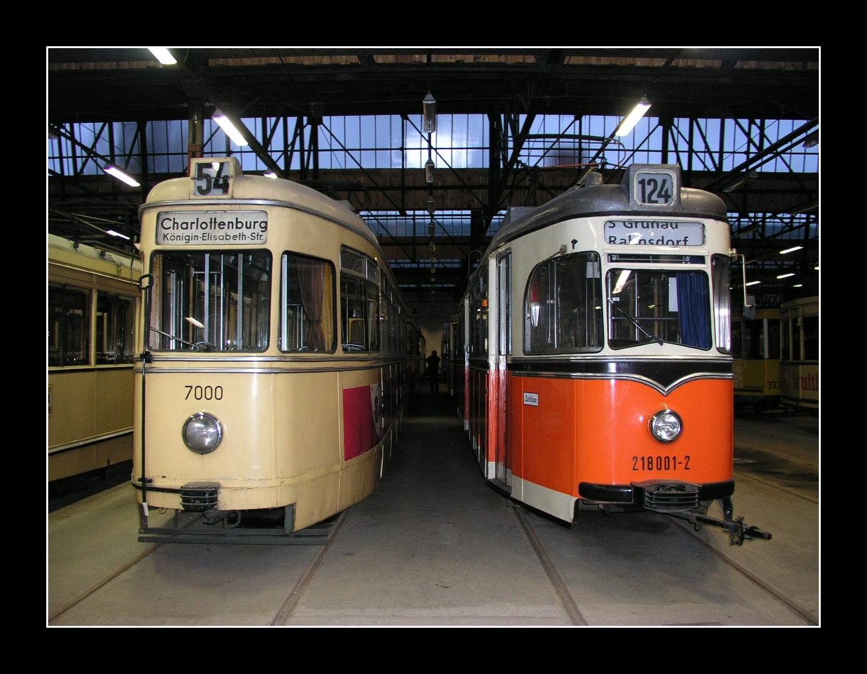 Zwei Berliner Großraumwagen