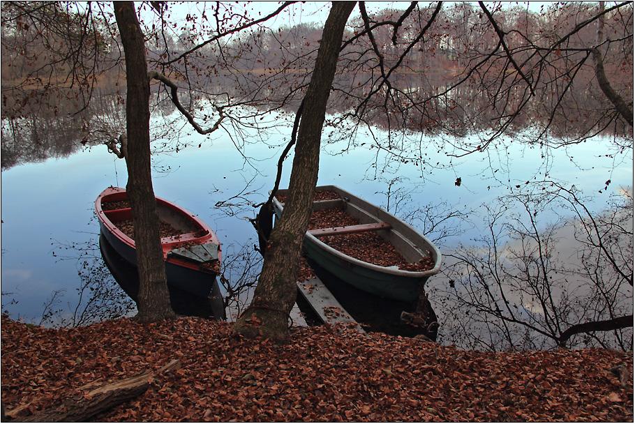 Zwei Boote ruhen aus
