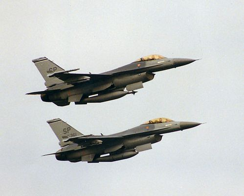 Zwei F16 Fighting Falcons