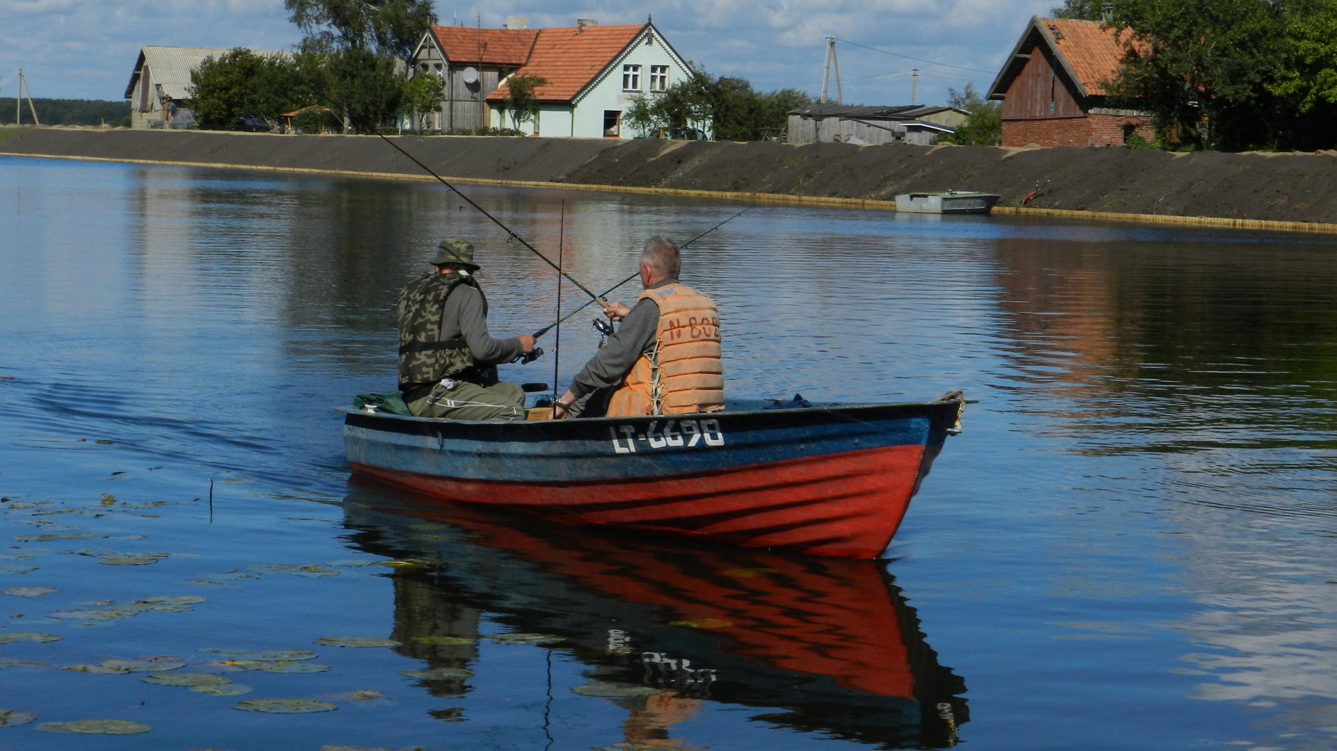 Zwei Fischer auf der Minge im Memelland