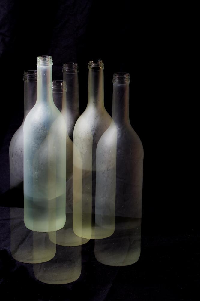 Zwei Flaschen. Ein Blitz. Kein Photoshop.