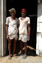 zwei fleißige Bauarbeiter in Jaipur, Indien