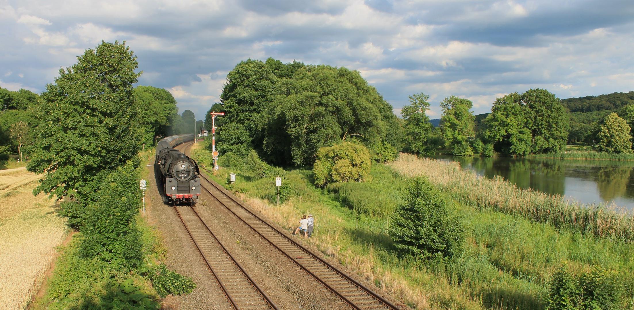 Zwei Fotografen und ihr Zug