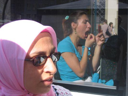 zwei Frauen - zwei Welten