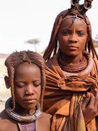 Zwei junge Himbafrauen. Schwestern?