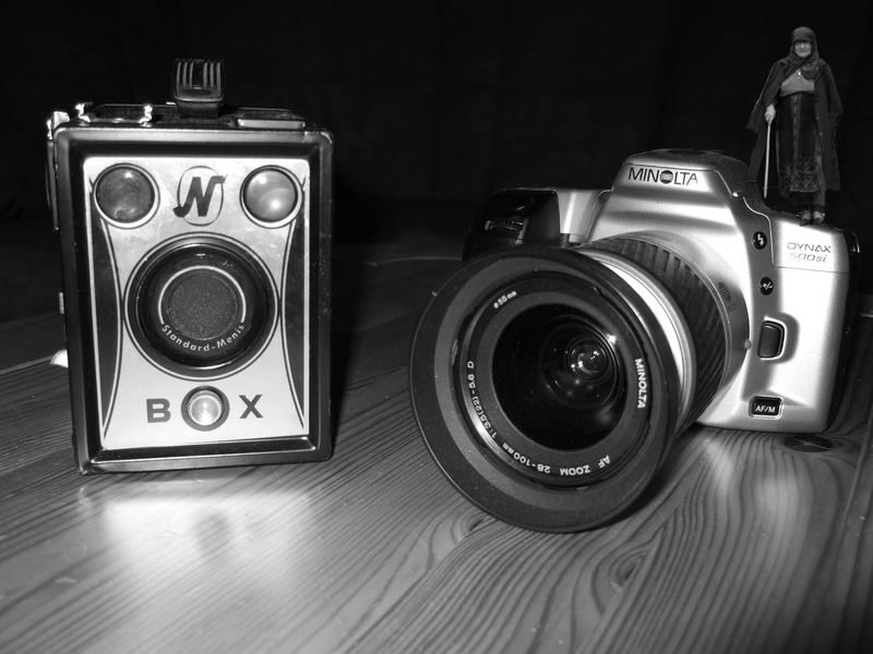 Zwei Kameras und eine alte Frau