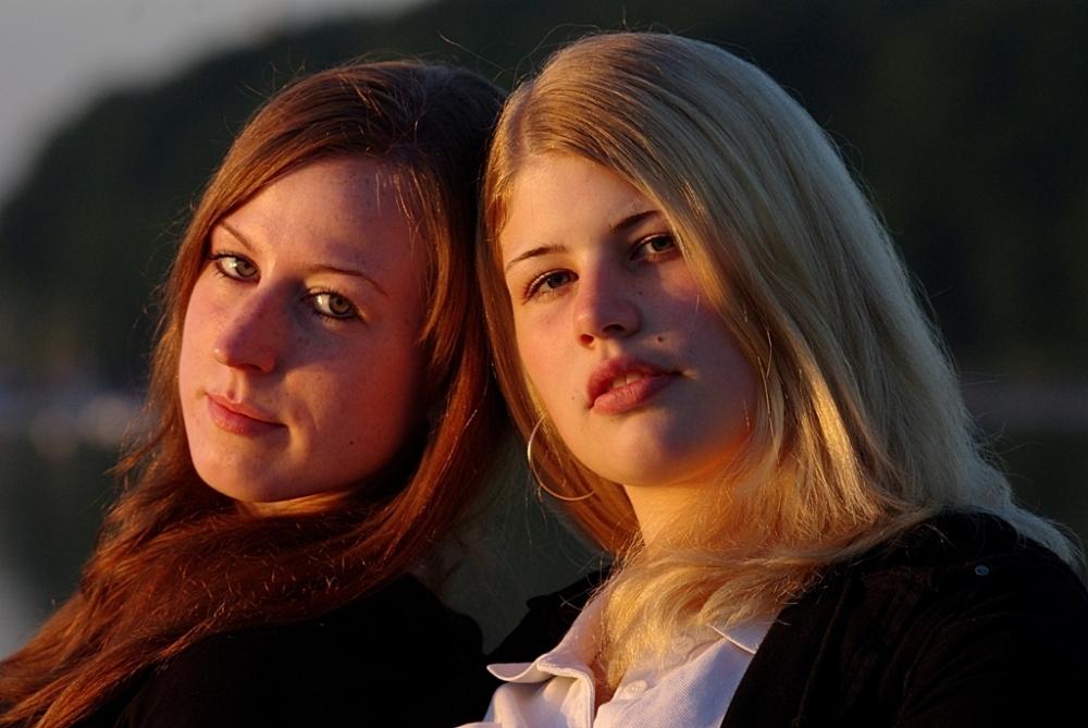 Zwei Mädchen an der Ostsee 1