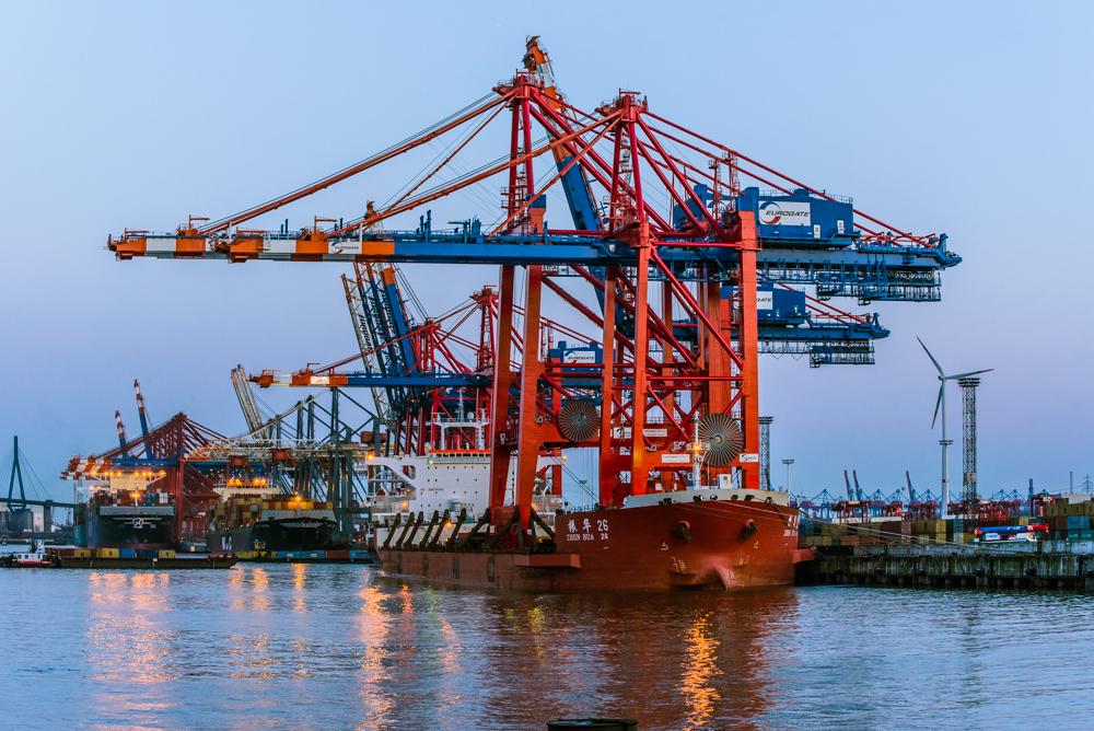 Zwei Neu Containerbrücken für Eurogate 2
