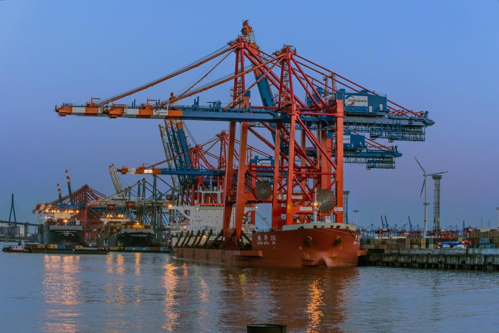 Zwei Neu Containerbrücken für Eurogate