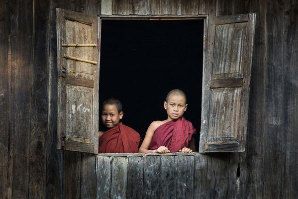 Zwei Novizen im Bergkloster