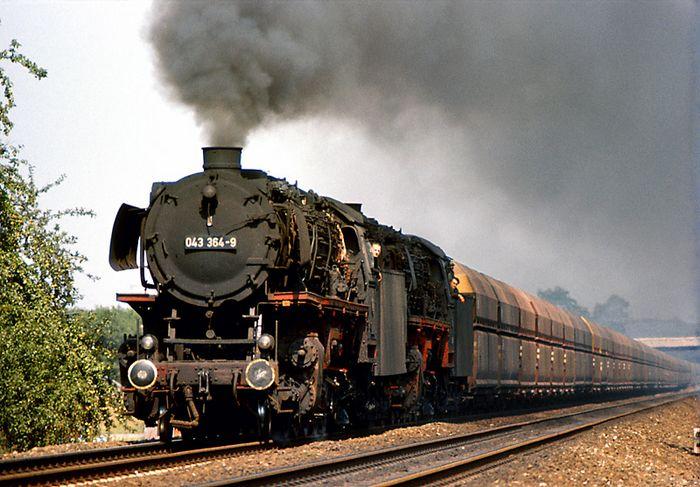 Zwei Öl-Jumbos und der 4000t Erz-Zug...