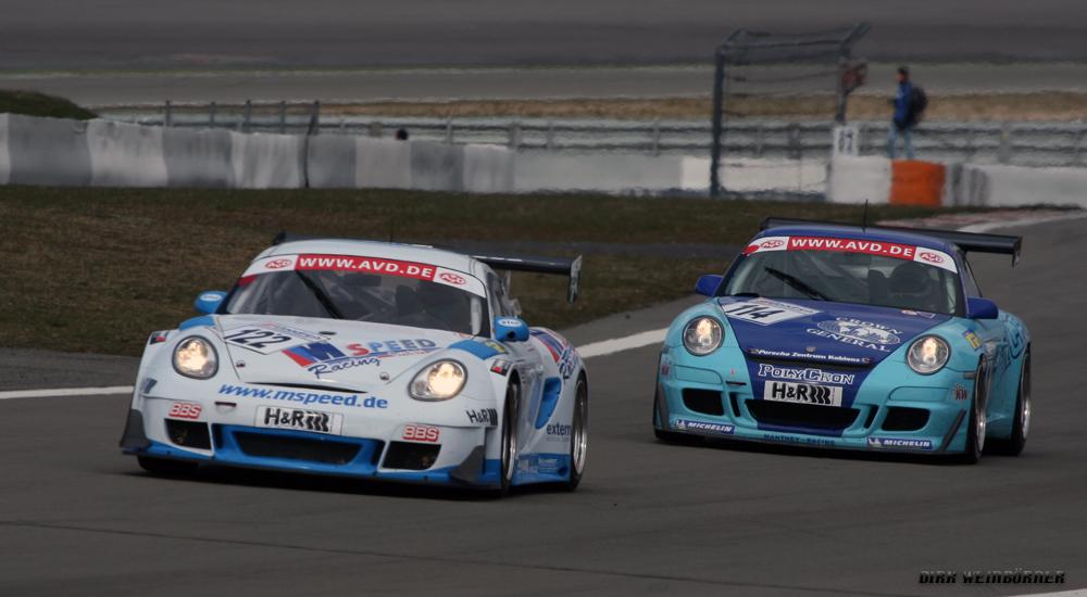Zwei Porsche auf dem Nürburgring