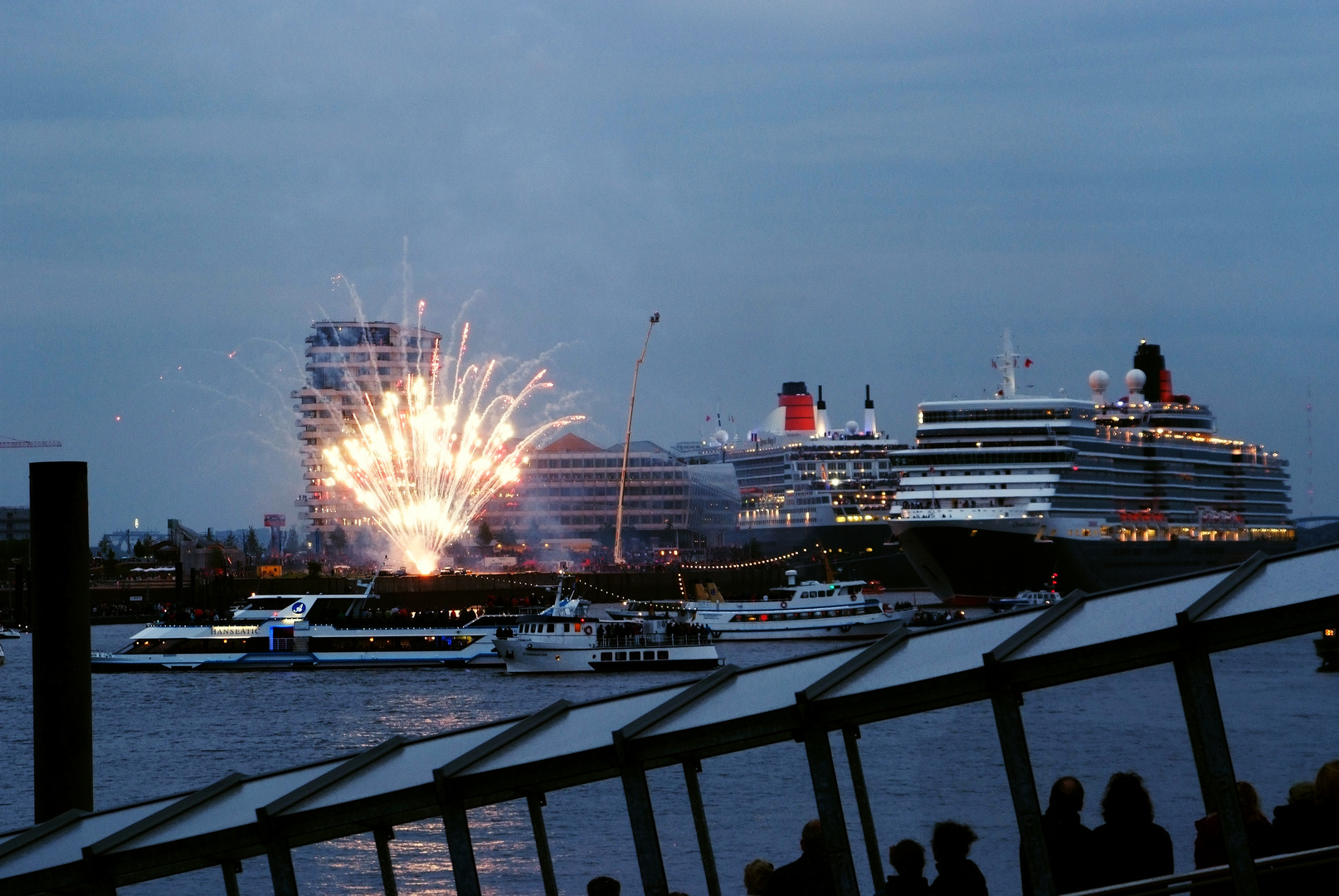 Zwei QUEENs im Hamburger Hafen gefeiert