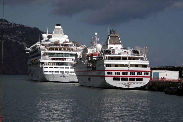 Zwei Schiffe/ Zwei Welten