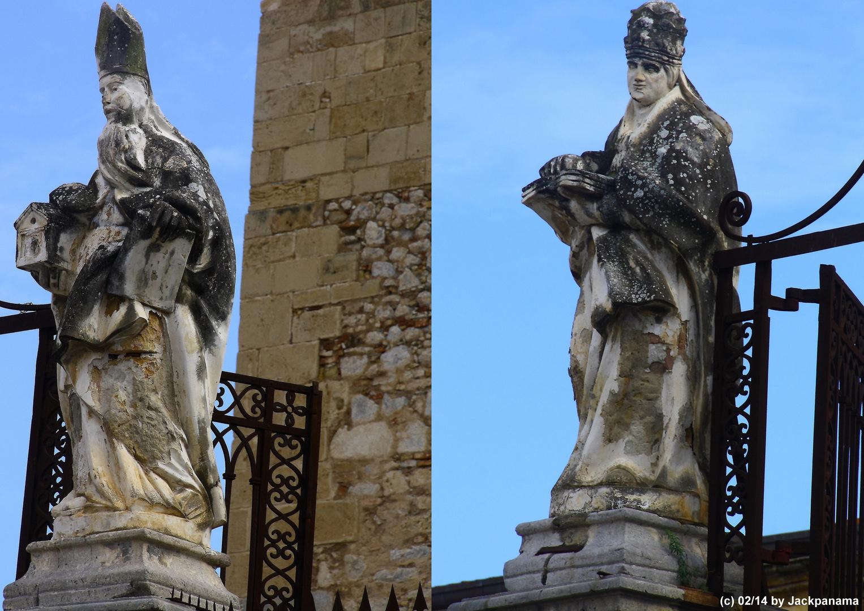 Zwei Statuen  vor der Kathedrale in Cefalu / Palermo