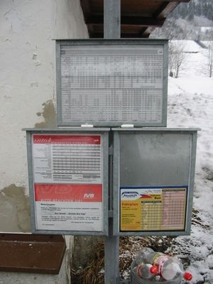 Zwei Tampons warten auf den Bus...!