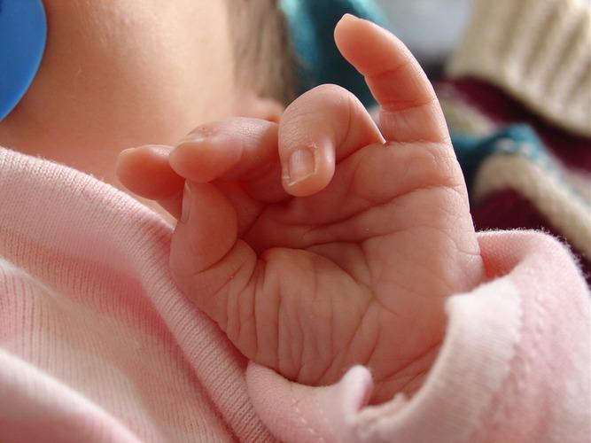 """""""Zwei Wochen altes Händchen"""""""