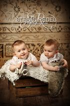 Zwillinge Lara und Elenia, 8 Monate