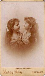 Zwillingsschwestern (2)