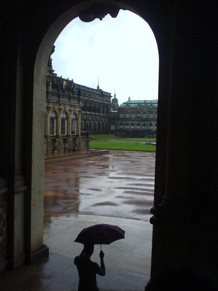 Zwinger bei Regen