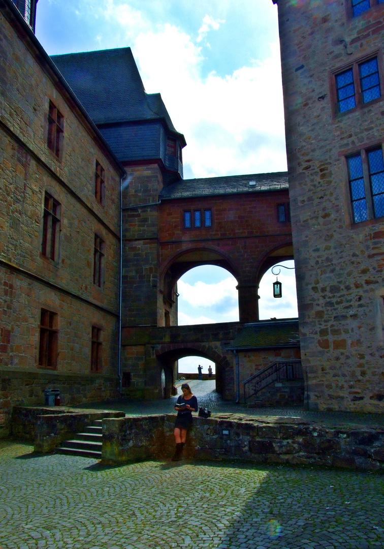 Zwischen den  Schatten der Burg!!!
