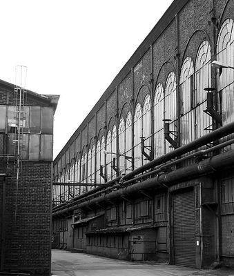 Zwischen Industriehallen
