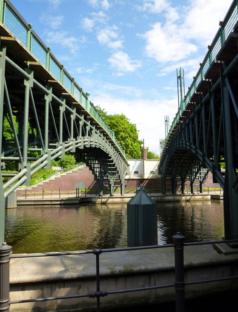 Zwischen Zwei Brücken ...